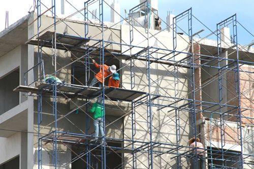 Giàn giáo xây dựng dùng phục vụ công nhân trong thi công